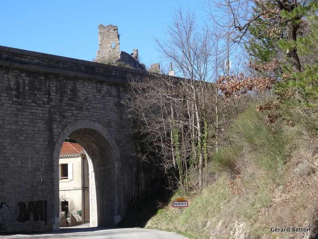 L'arrivée à Pontaix, par le pont sous la voie du TER (rive gauche de la Drôme).