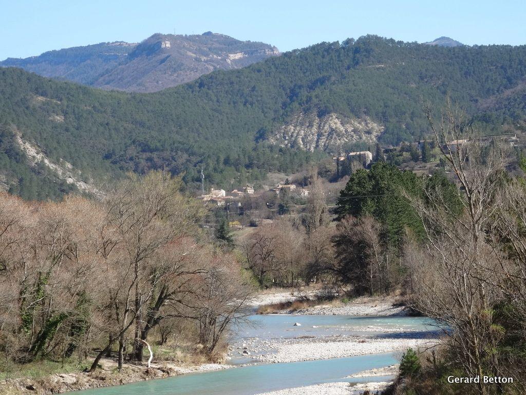 La Drôme et le village d'Espenel