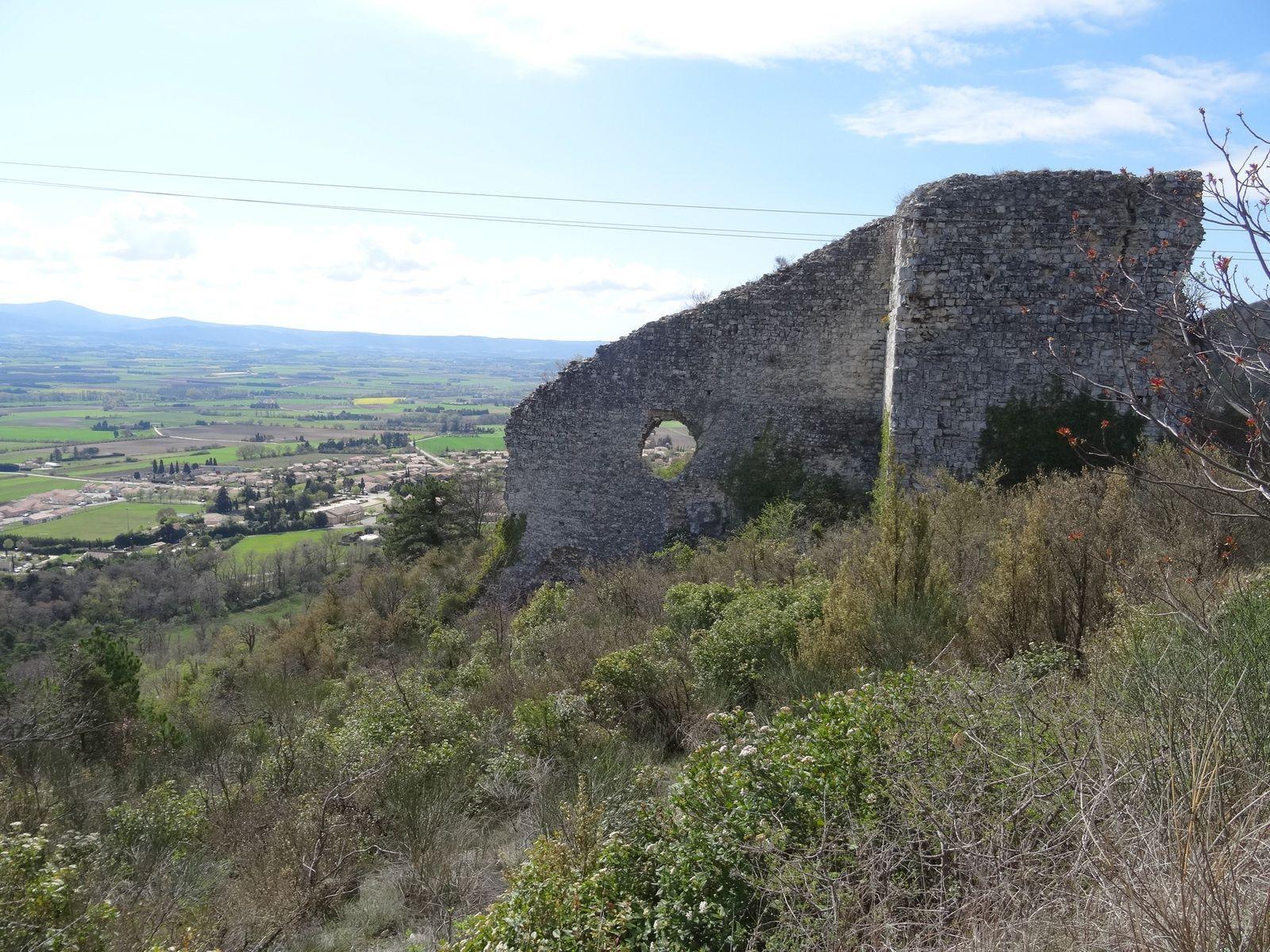 En haut de Marsanne : remparts