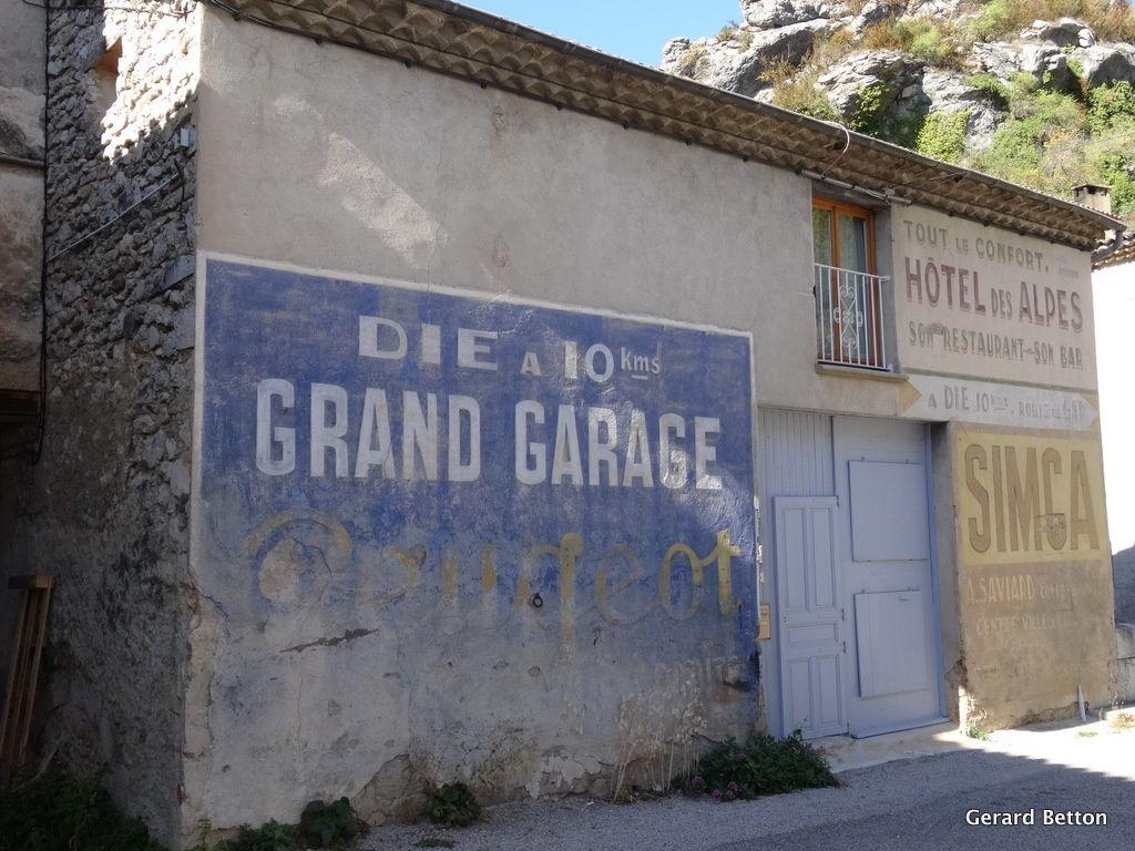 Anciennes publicité dans Pontaix