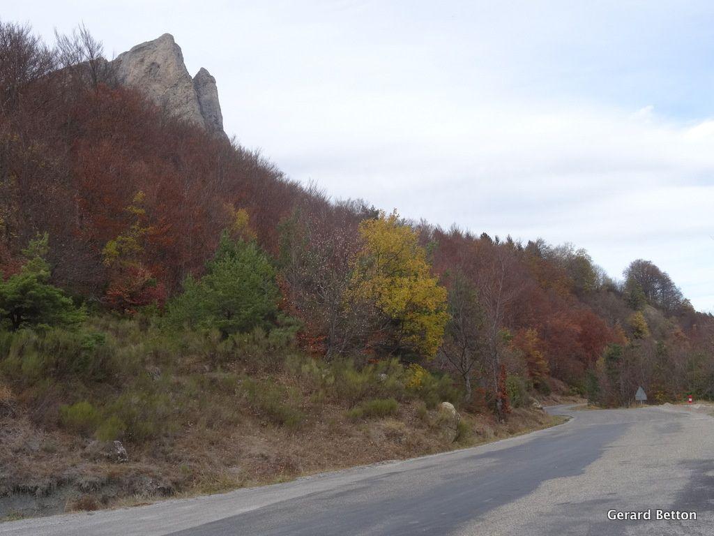 Arrivée au col de la Chaudière, avec toujours les couleurs d'automne.