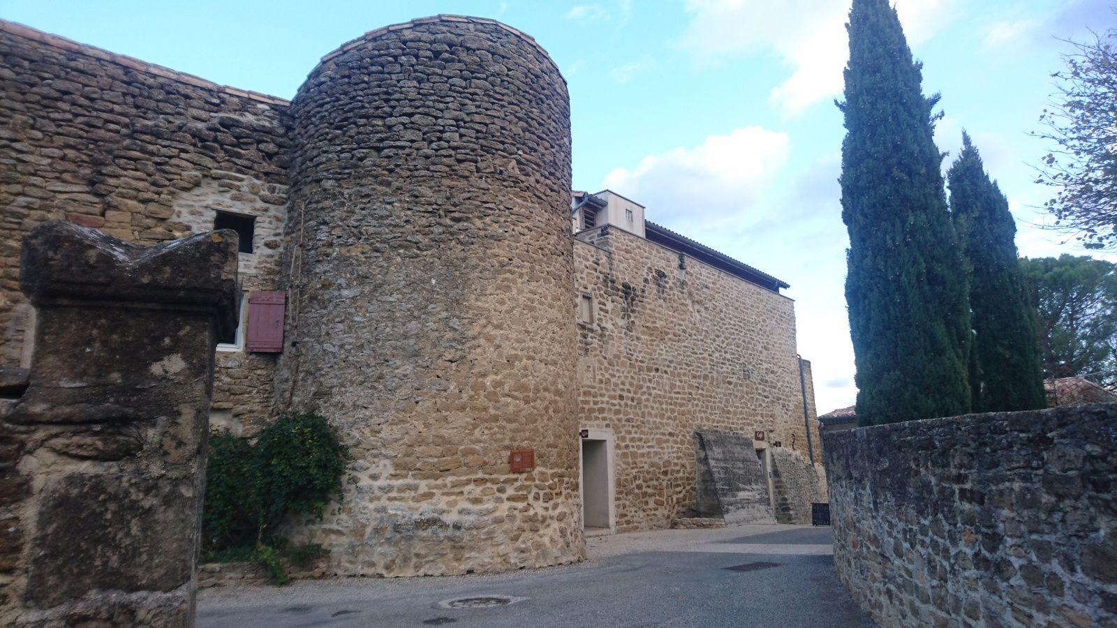 Chabrillan : anciens remparts