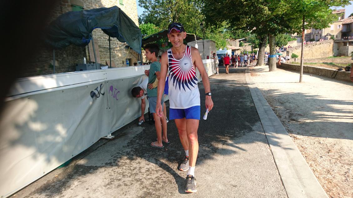 Yves Maneval, à l'arrivée du 12km, où il a fini 3ème