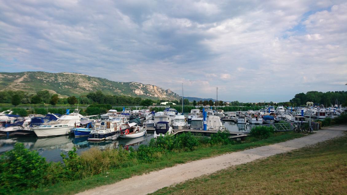 Port fluvial de l'Epervière, au sud de Valence
