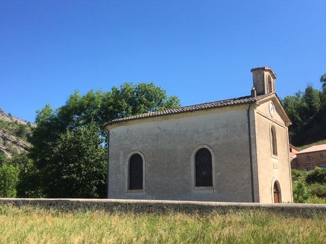 Chapelle au pied du village.