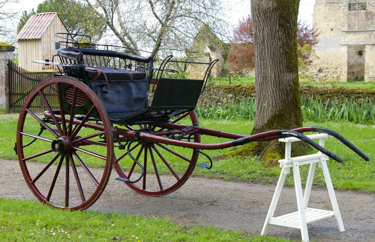 TILBURY: Restauré, datation par son histoire orale vers 1850, Sellerie cuir, roues;1m37