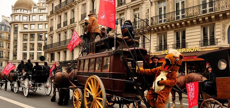 Attelages et chevaux envahissent Paris.