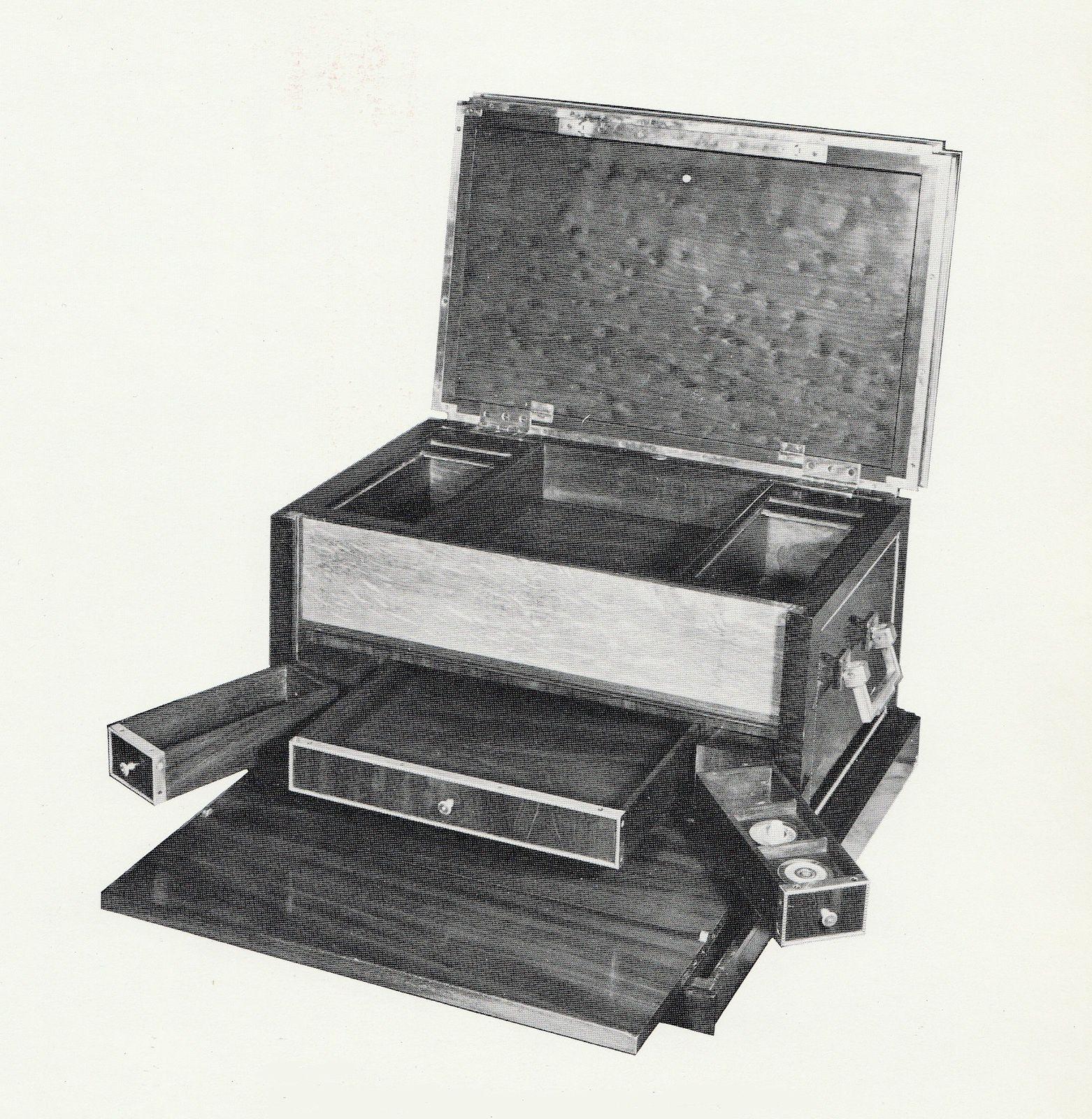 Coffre de voyage avec écritoire, en acajou (Paris Collection Hermès)