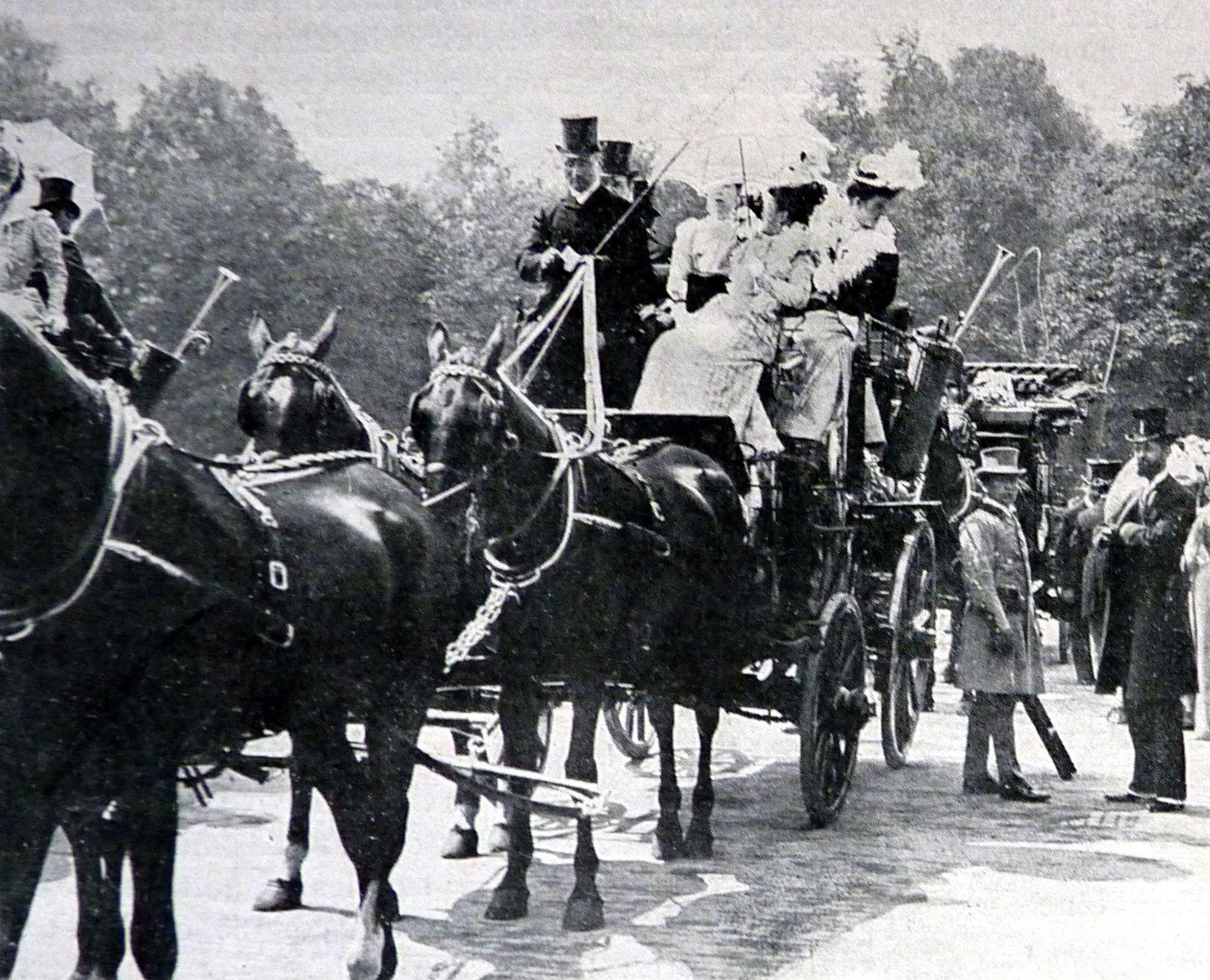 Rassemblement  avant le départ vers Auteuil