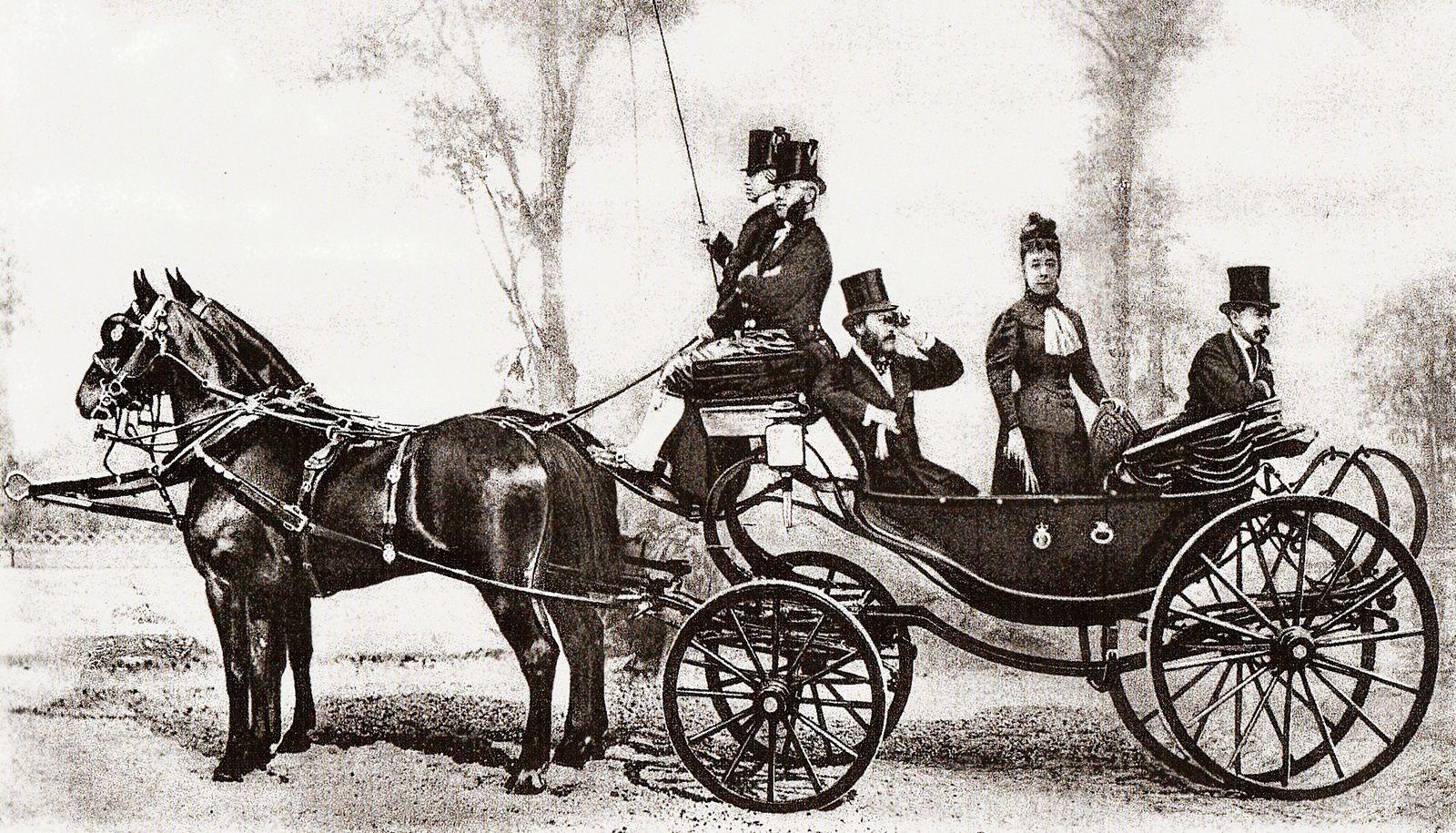 15.Le prince et la princesse de Metternich avec le prince de Sagan dans la calèche de l'ambassade d'Autriche à Paris, 1867. Photo Delton, Le Monde du cheval.