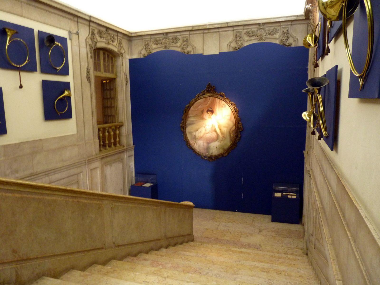 Vu d'ensemble du manège et escalier d'honneur.