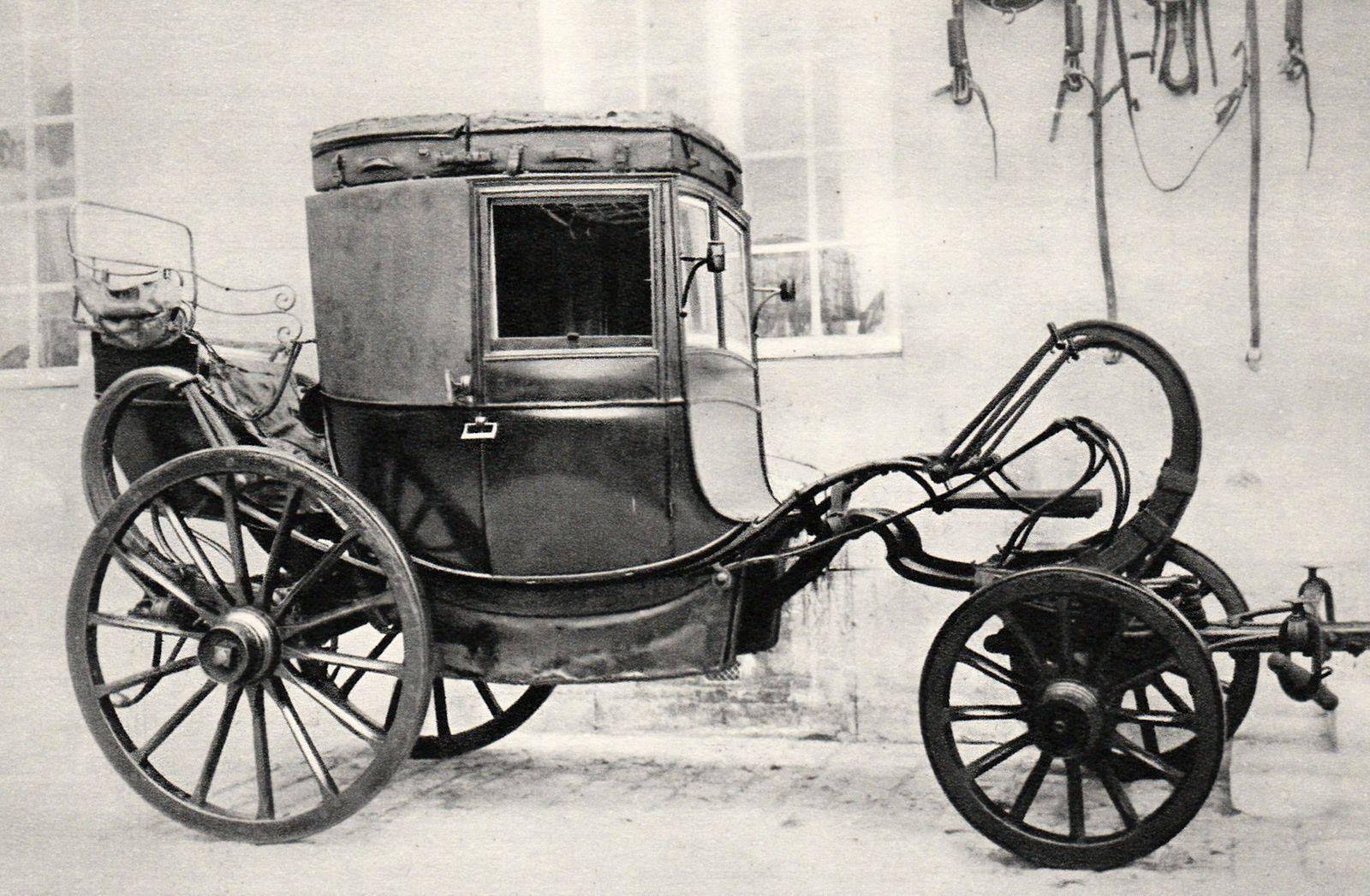 Coupé de voyage du duc d'Angoulême, attribué à Duchesne (Compiègne, Musée national de la voiture et du tourisme)