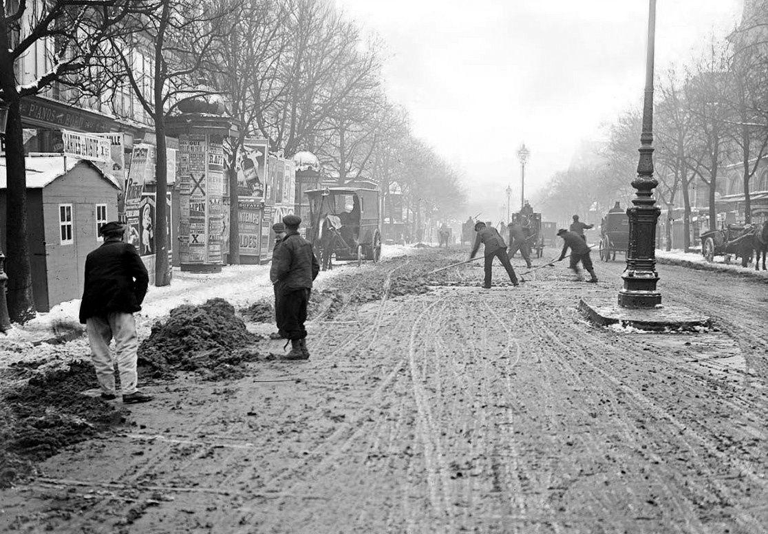 Déneigement à la pelle en 1908