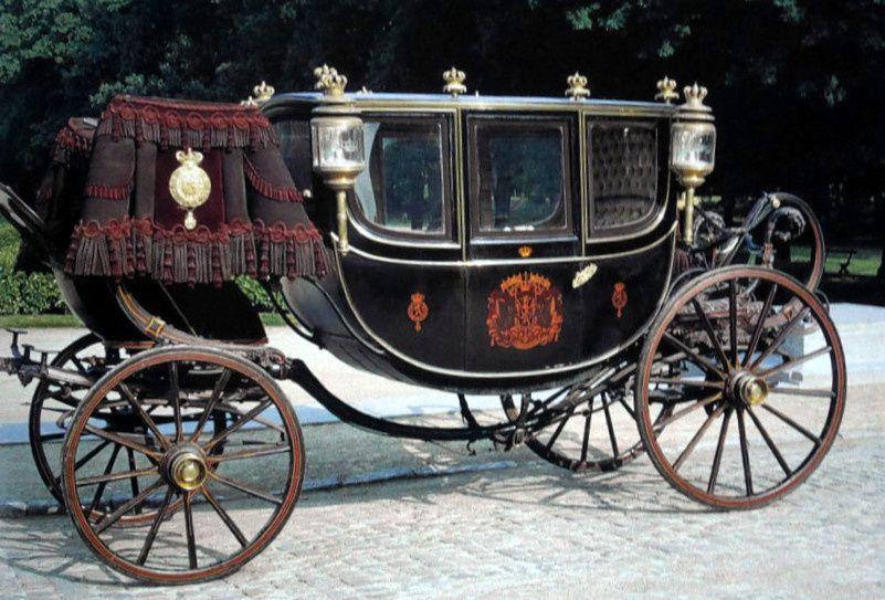 """Berline de la cour royale de Belgique, """"Louise Marie"""", fabriquée par Jones frères en 1855 primée la même année à l'Exposition internationale de Paris."""