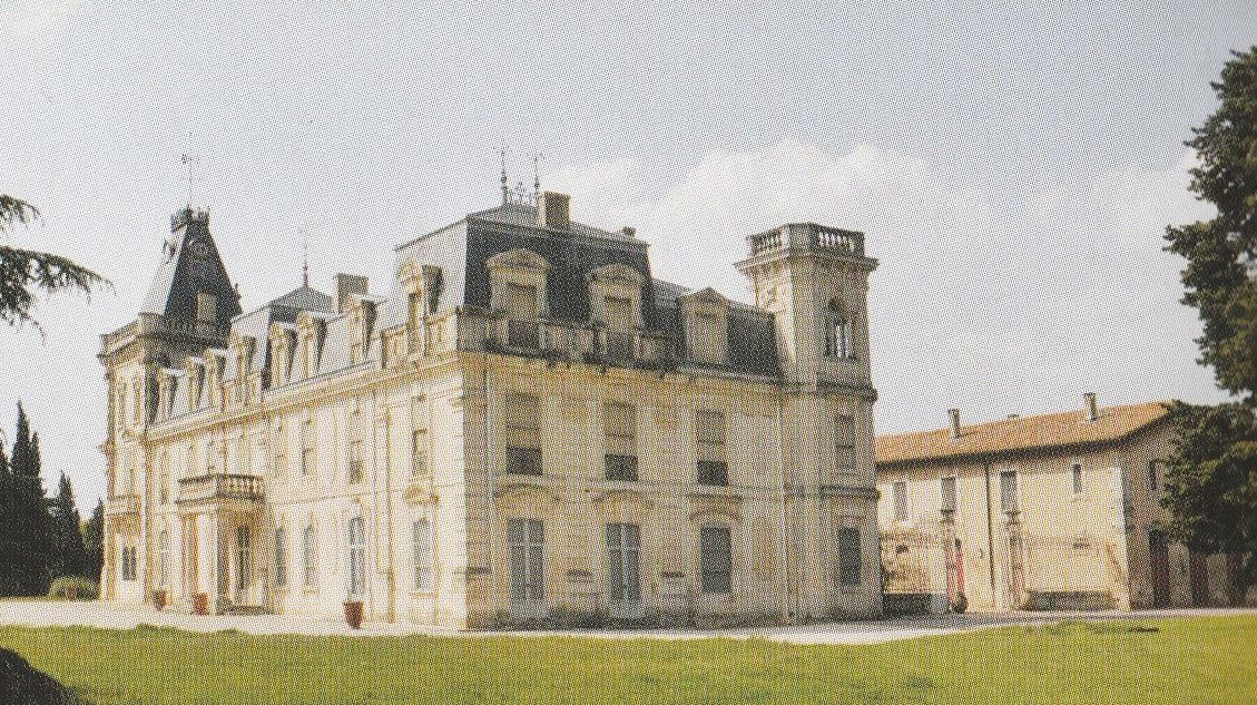 Château d'Espeyran. A droite, le bâtiment des écuries.
