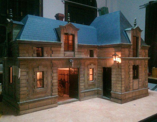 """""""Maquette d'écurie et de voitures."""" / """"Stable building in miniature"""""""