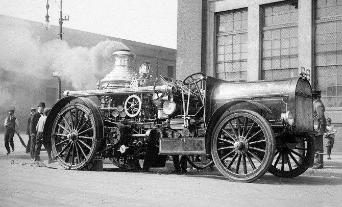 Les voitures hippomobiles de pompier; avec films d'époque.