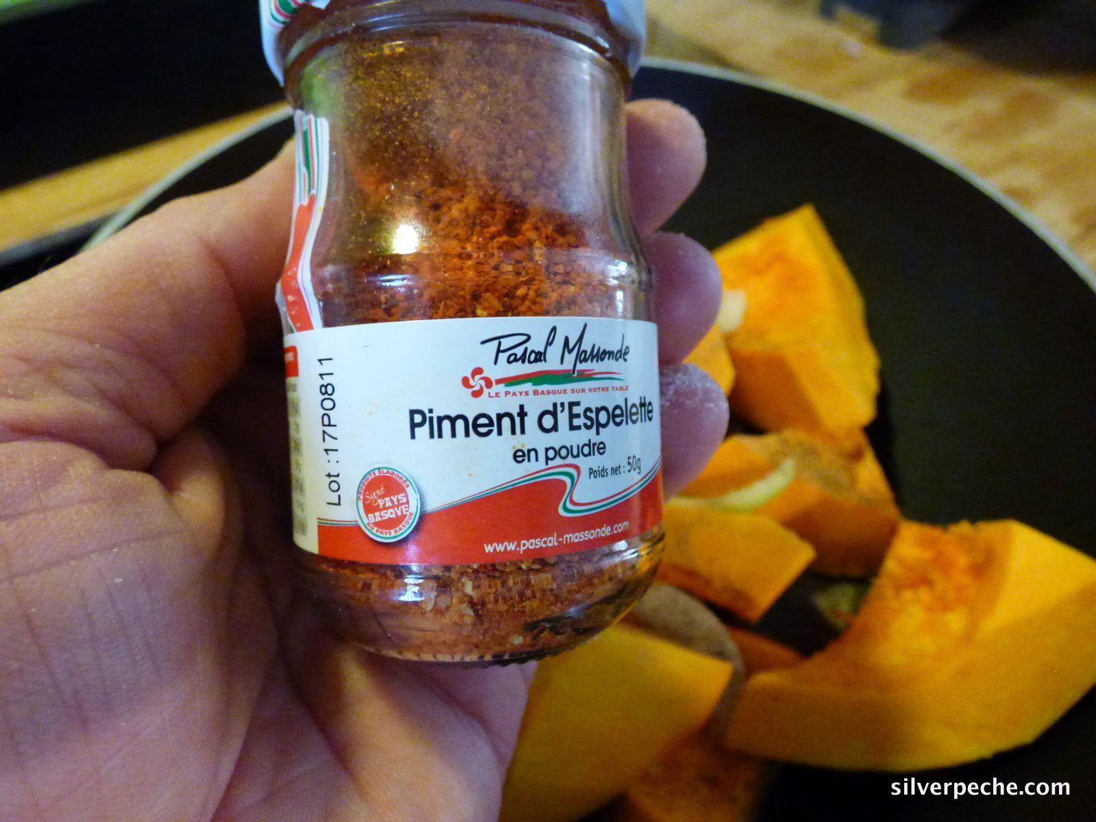 Potimarron, piment, oignon, ail et un peu d'eau.