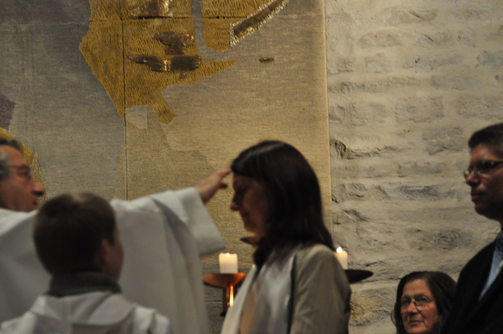 Après le baptême elles ont reçu le sacrement de confirmation puis de l'eucharistie.