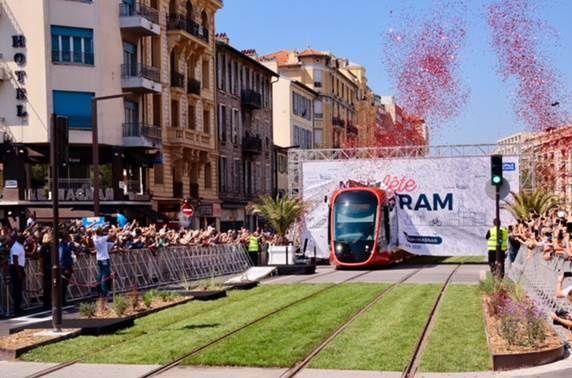 Mise en service du premier tronçon CADAM-Magnan de la nouvelle ligne Ouest-Est du tramway.