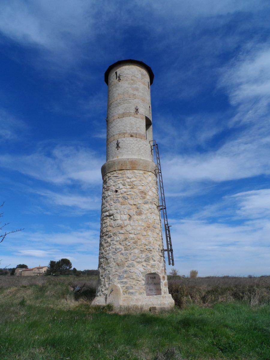Au retour, l'ancien château d'eau de Saint Pons me rappelle à la civilisation. Quand à Daniel, il boit une bière donc tout va bien.