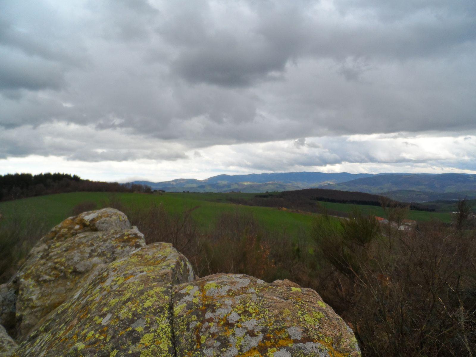 Au lointain on voit les monts du Pilat, je bascule sur Fontanès