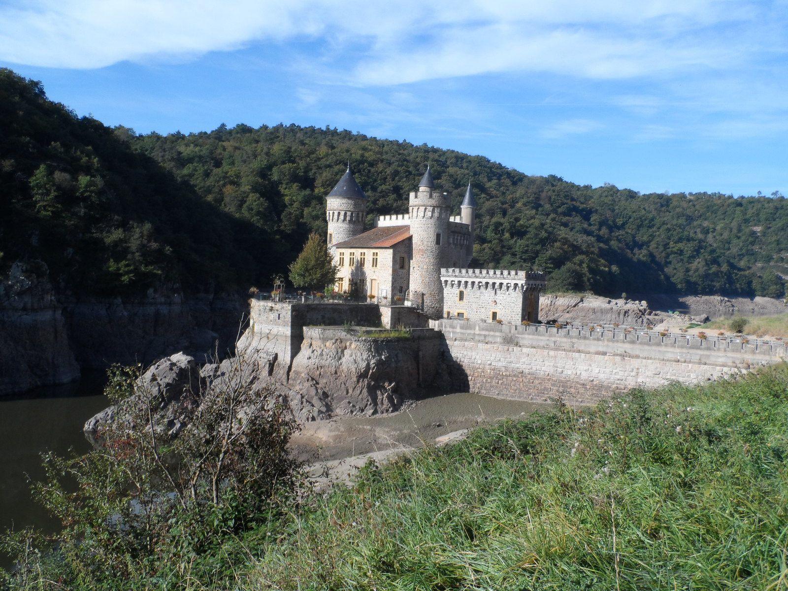 Avant d'arriver au château nous rencontrons des Savoyards avec lesquels nous deviserons un moment.