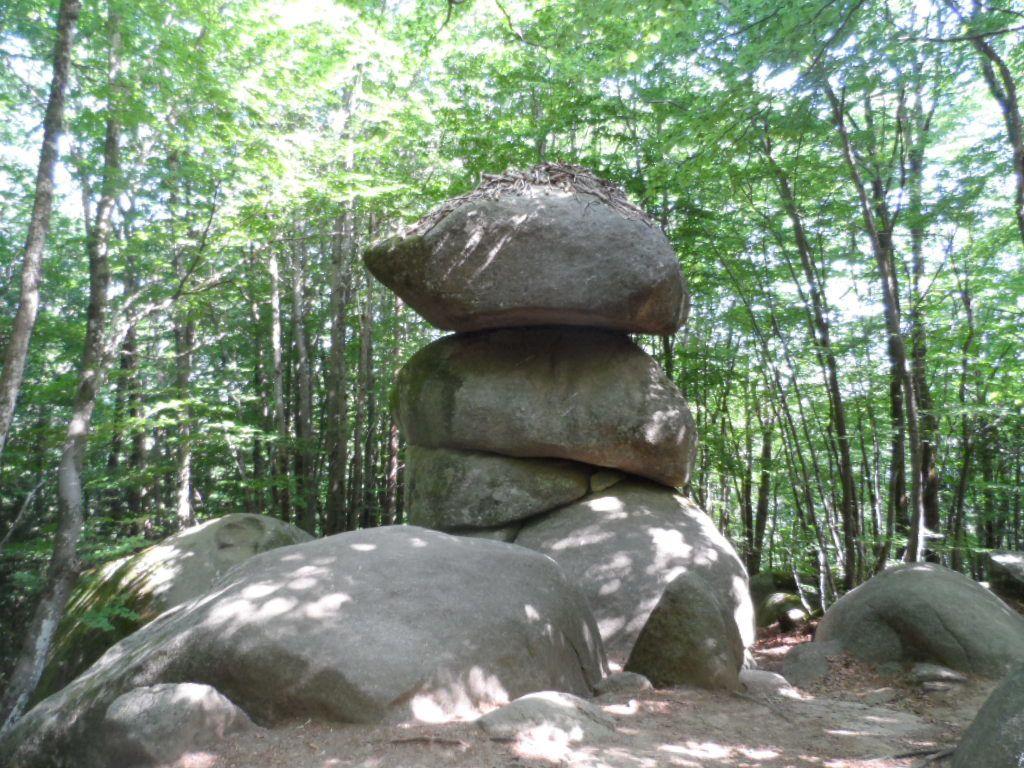Le roc des trois fromages. Tous ces rocs sont naturels, l'homme ne les a pas façonnés.