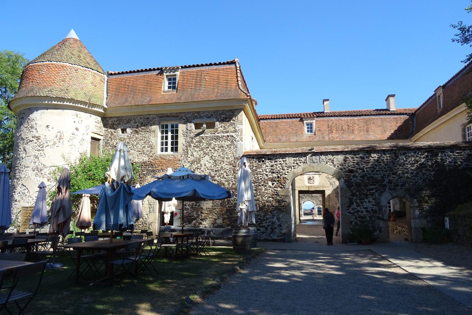 Le château de Marcoux.
