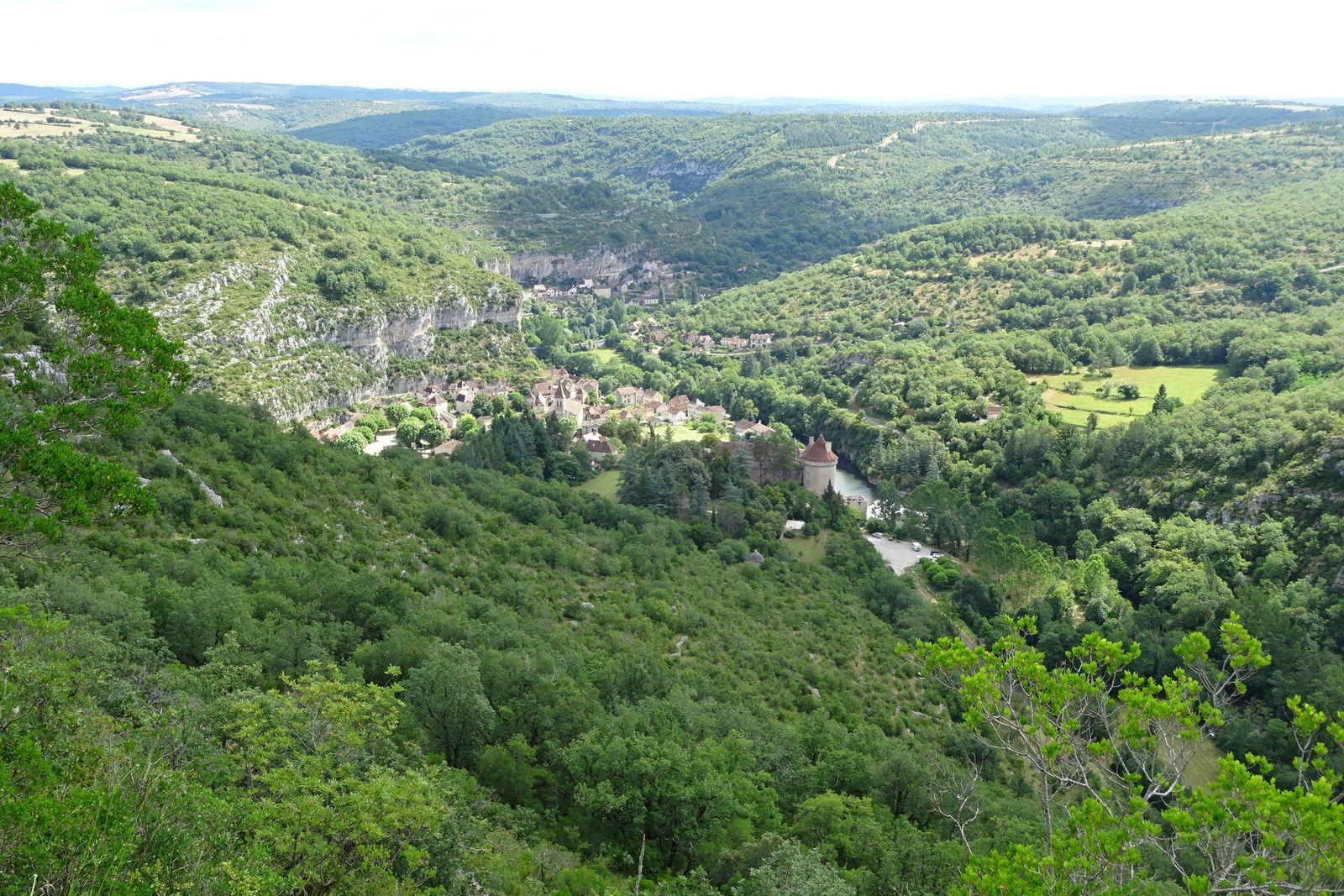 En chemin nous avons un beau point de vue sur le village de Cabreret.