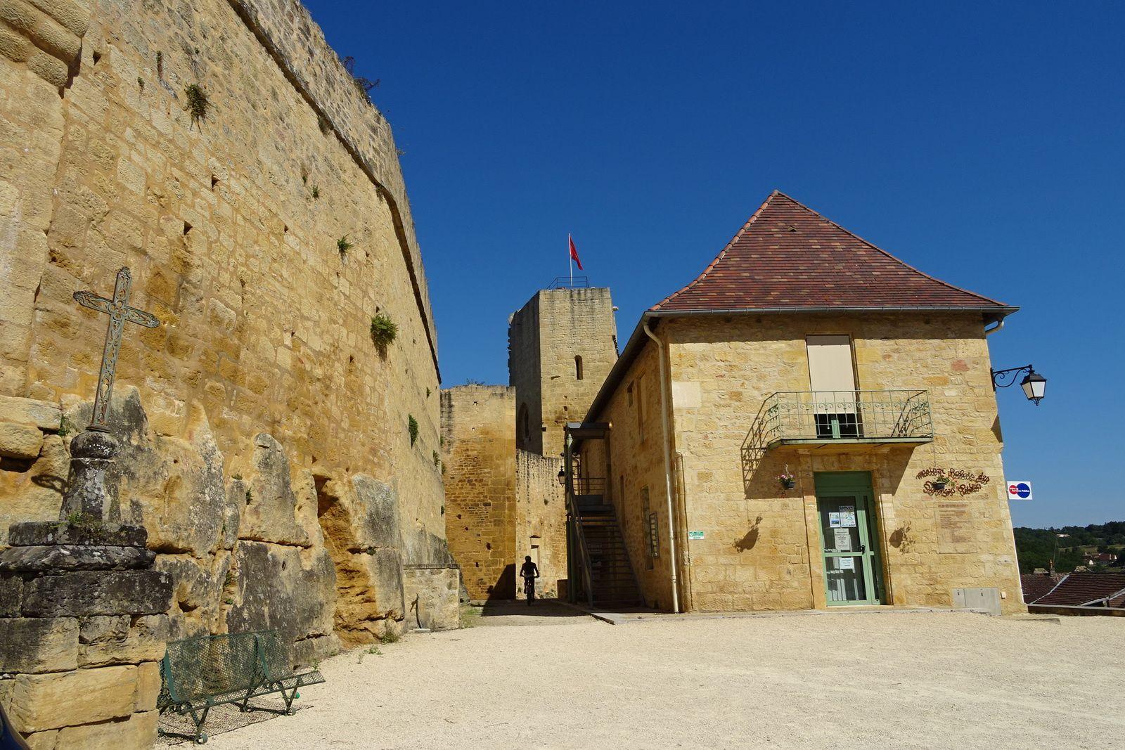 Le village et le château de Carlux. Trace  complètement nulle mais beaux sites.