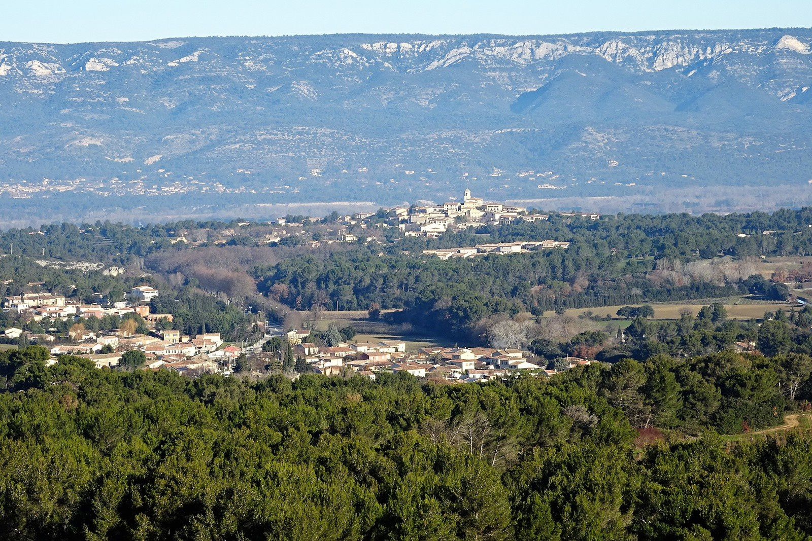 Villages au pied du Luberon.