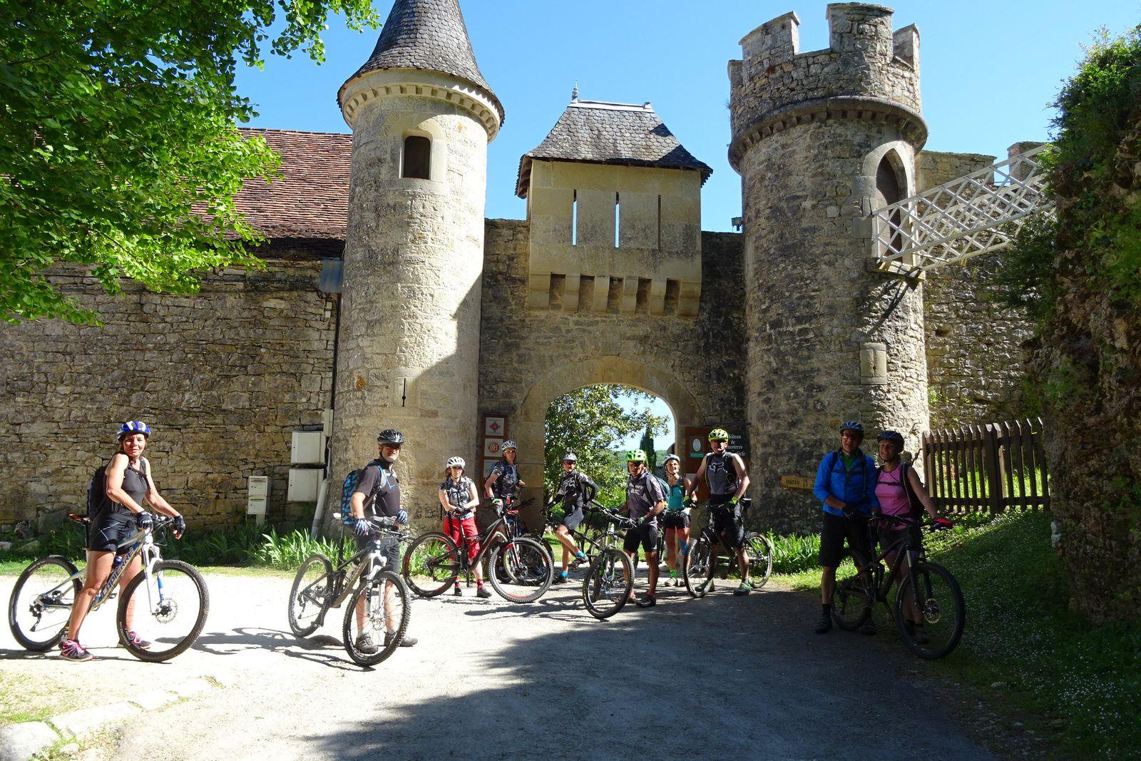 Au château de Cénevière.