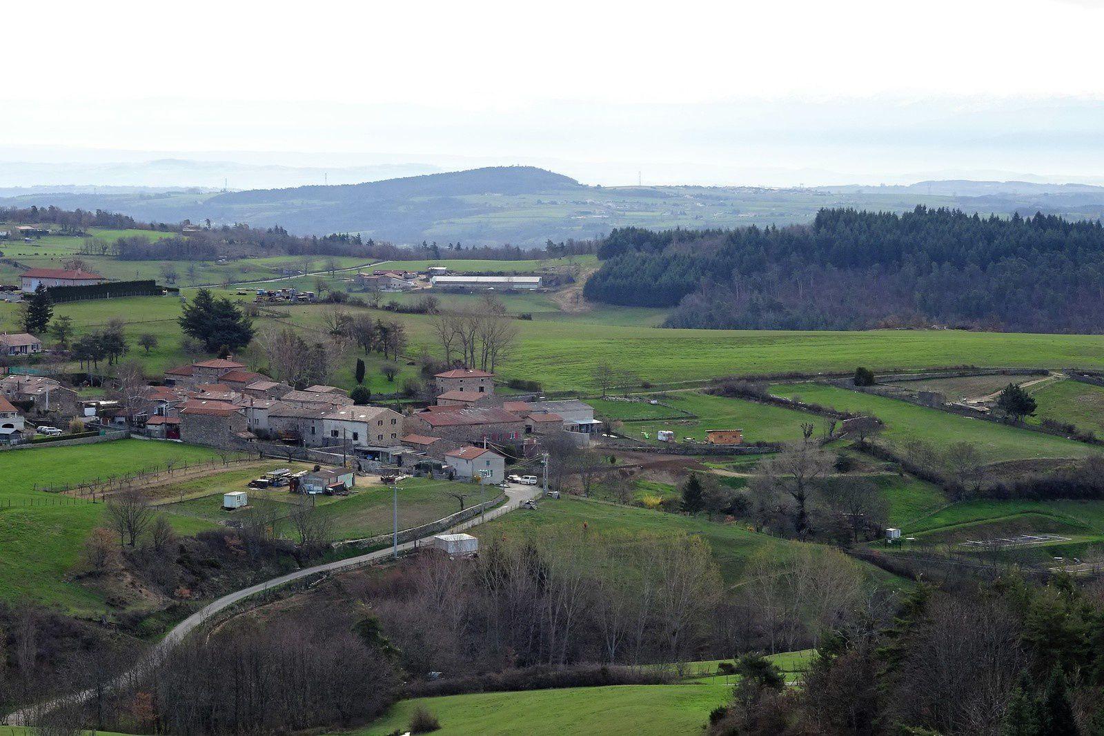 Lundi de Pâques et changement de décors, nous sommes en Ardèche, à Saint Romain d'Ay. Plus de soleil, vent fort du nord, ça caille !
