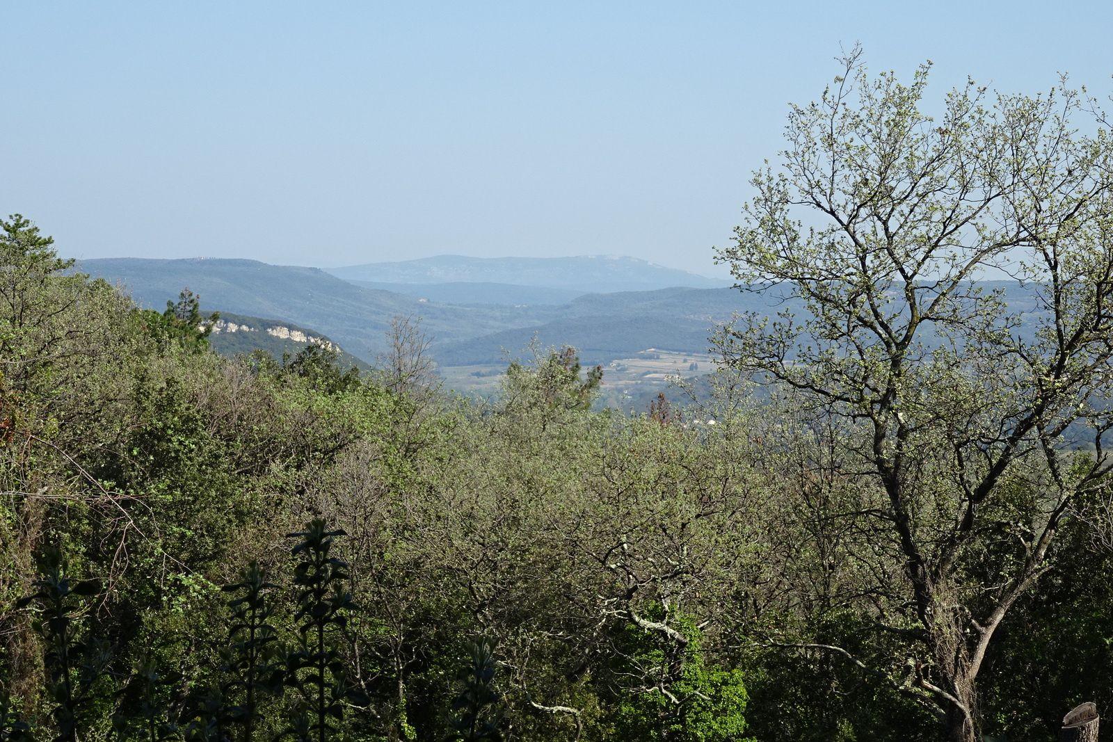 On tournicote dans le massif, c'est moins technique que la veille et moins joli aussi.