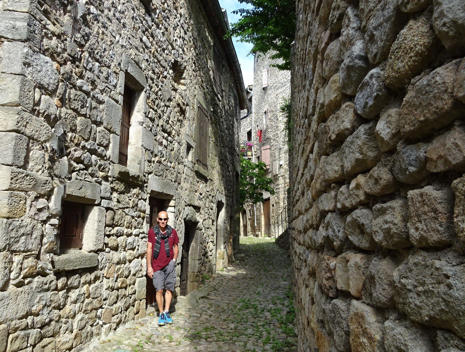 Lundi matin, promenade de décontraction dans le village de Joyeuse.