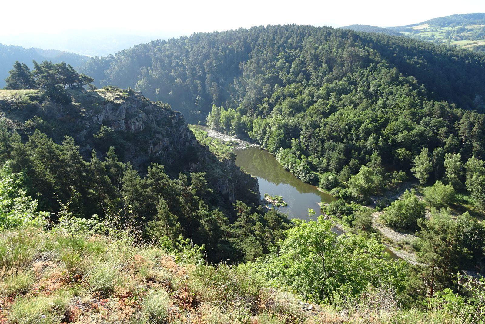 Encore de belles vues sur la campagne et les gorges de la Loire.
