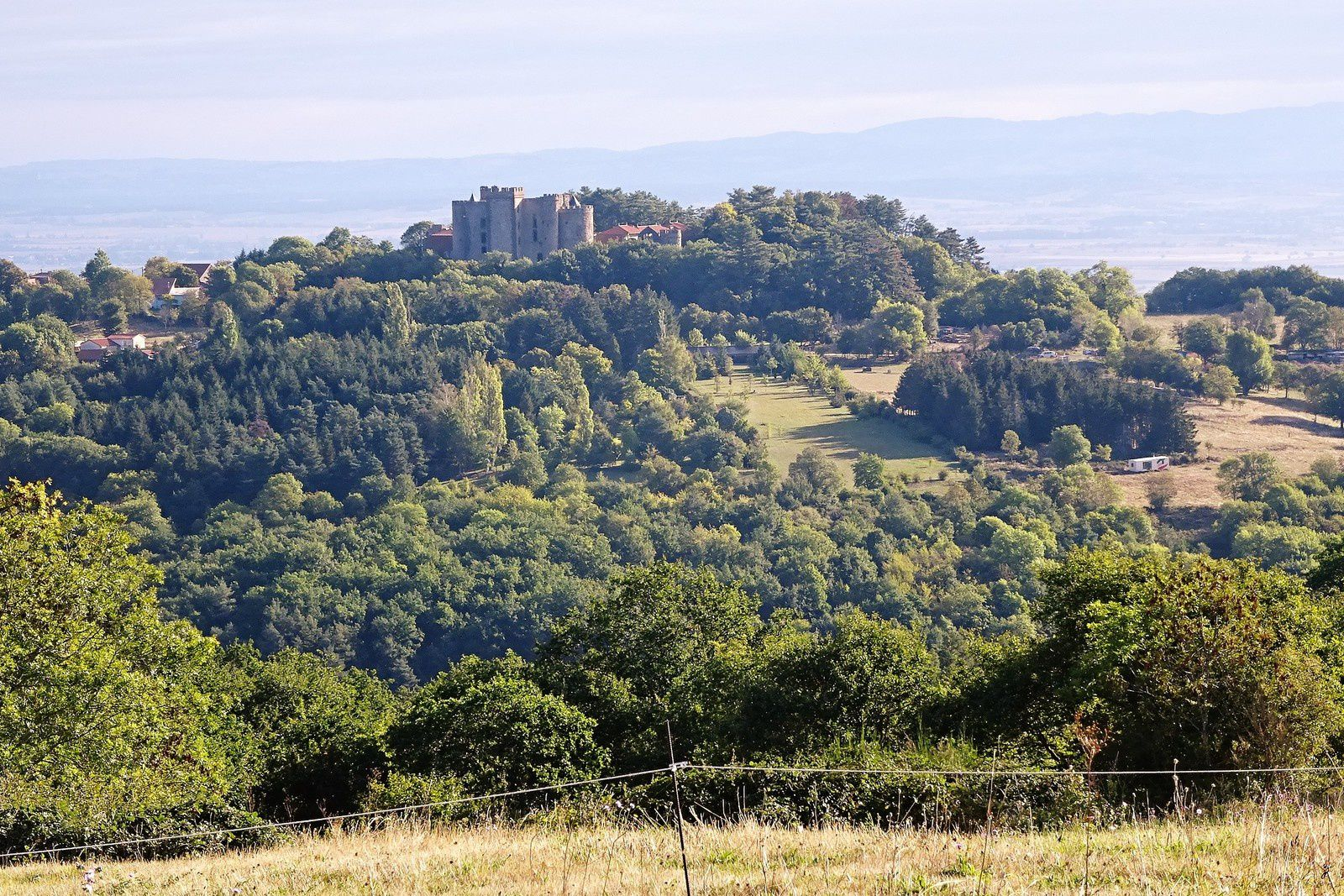 et des châteaux bien conservés.