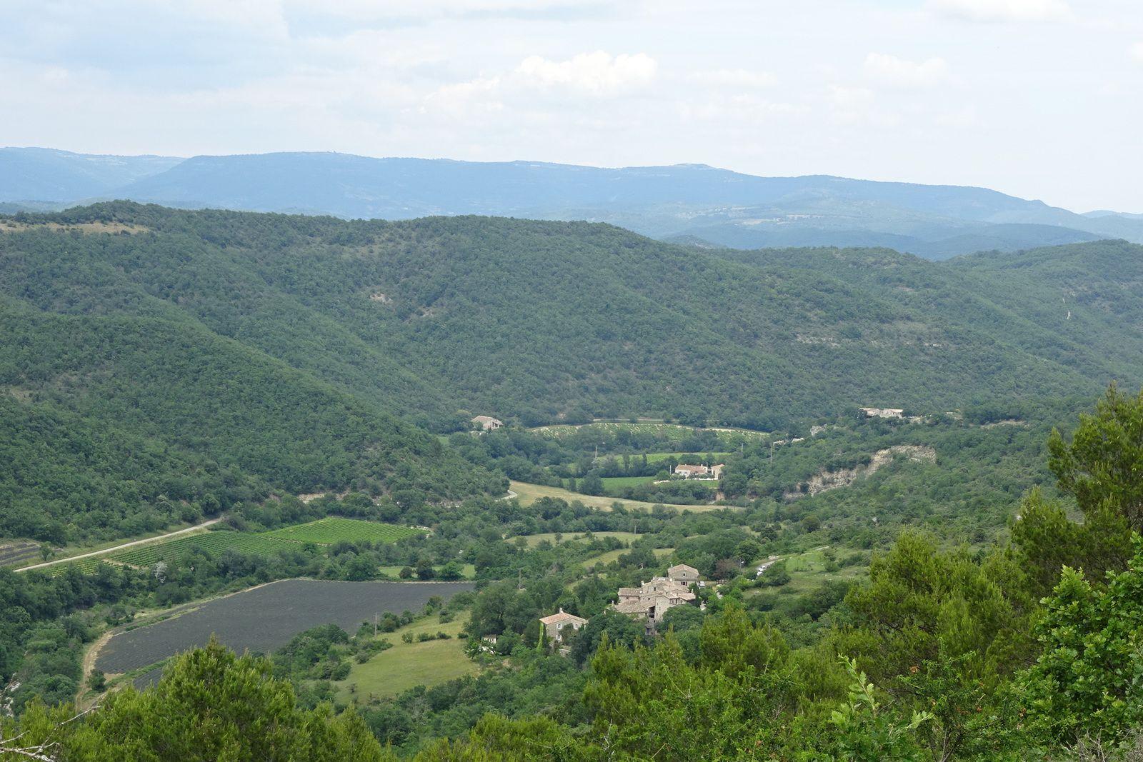 Lorsqu'on découvre ce paysage après une bonne montée, nous avons l'impression d'être en altitude mais le GPS indique 300 mètres !