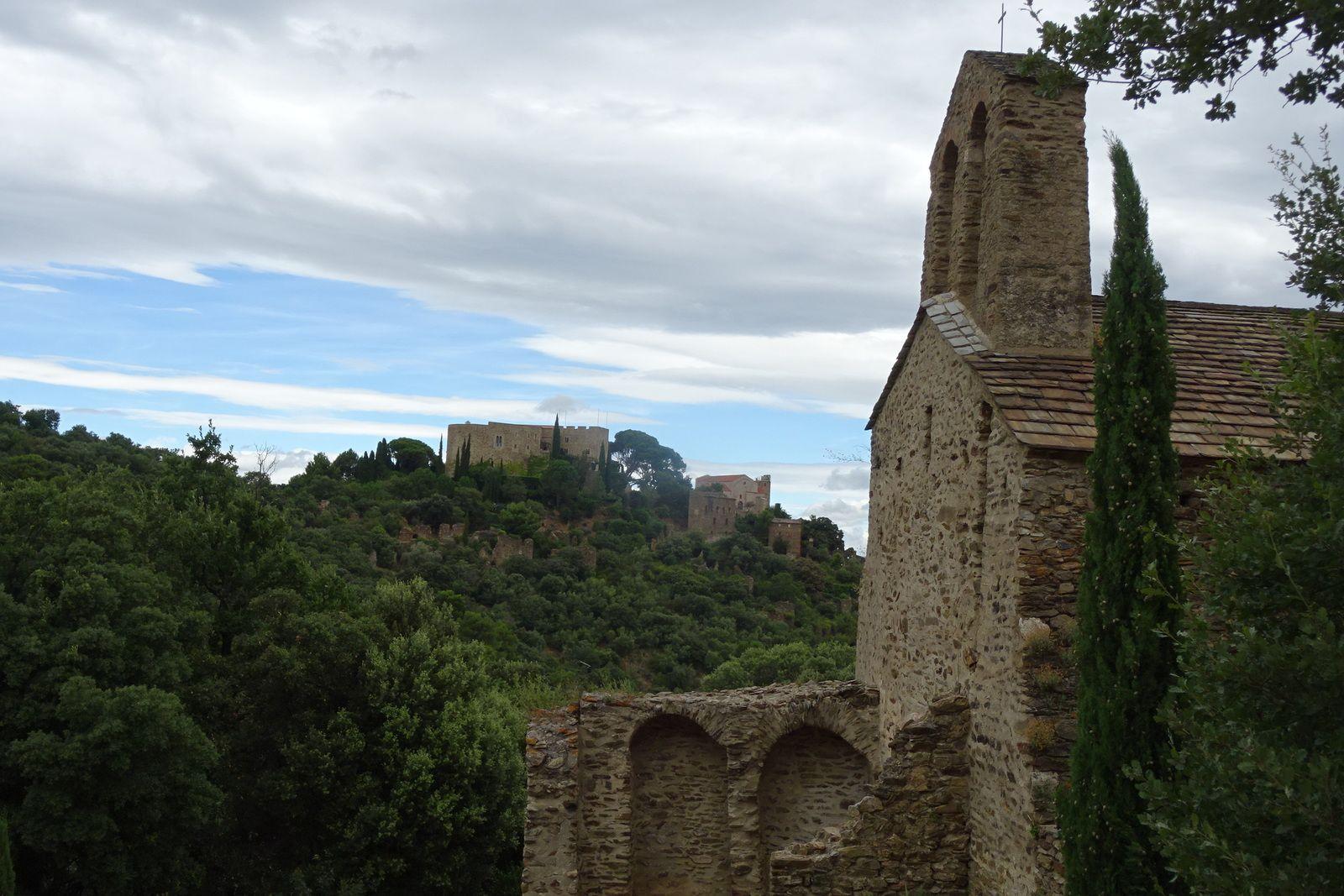 La chapelle Saint Maurice. Levés avant l'aube, nous allons dans les Corbières mais le vent est si violent que nous faisons demi-tour. Nous ferons une petite sortie dans l'après-midi.