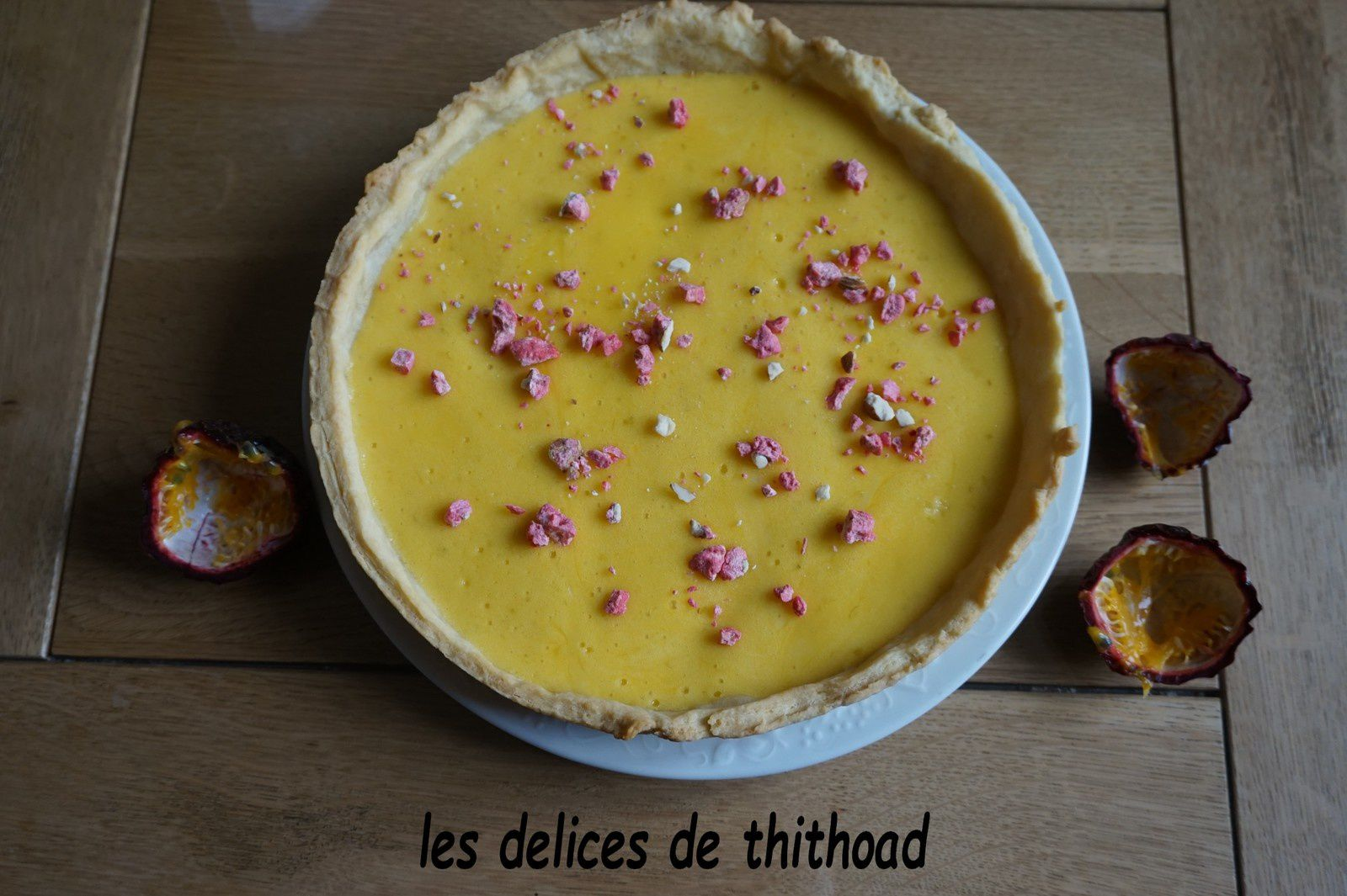 tarte aux fruits de la passion et pralines roses