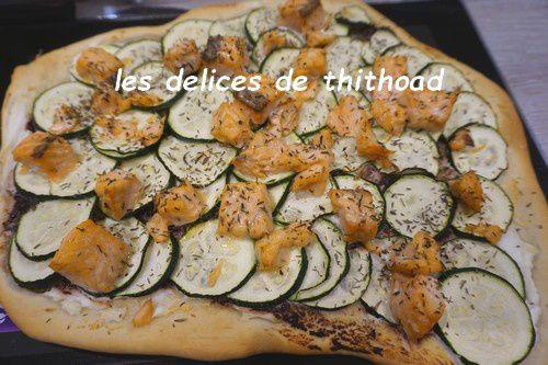 pizza saumon, courgettes et tapenade