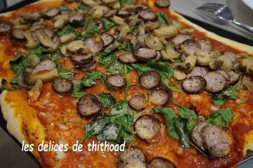 Pizza andouille , champignons, épinards