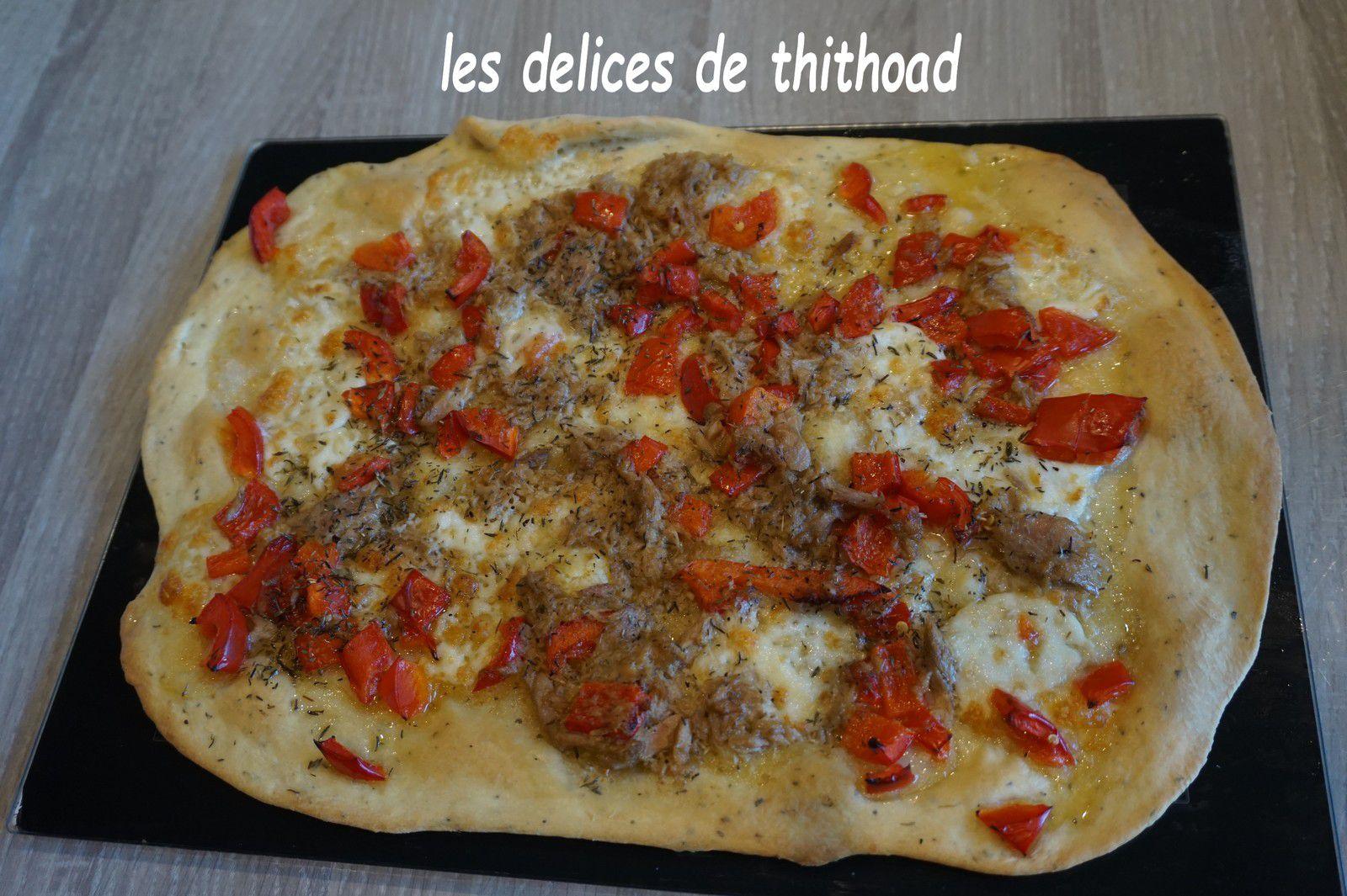 pizza au thon, poivron et mozzarella