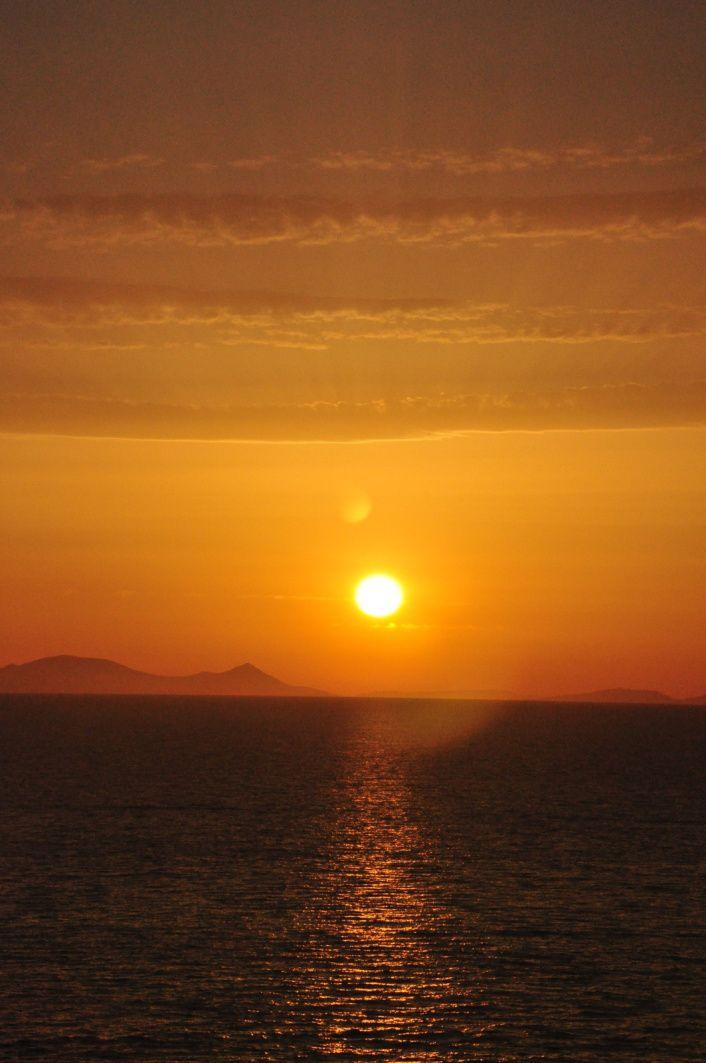 Oia est célèbre pour son coucher de soleil