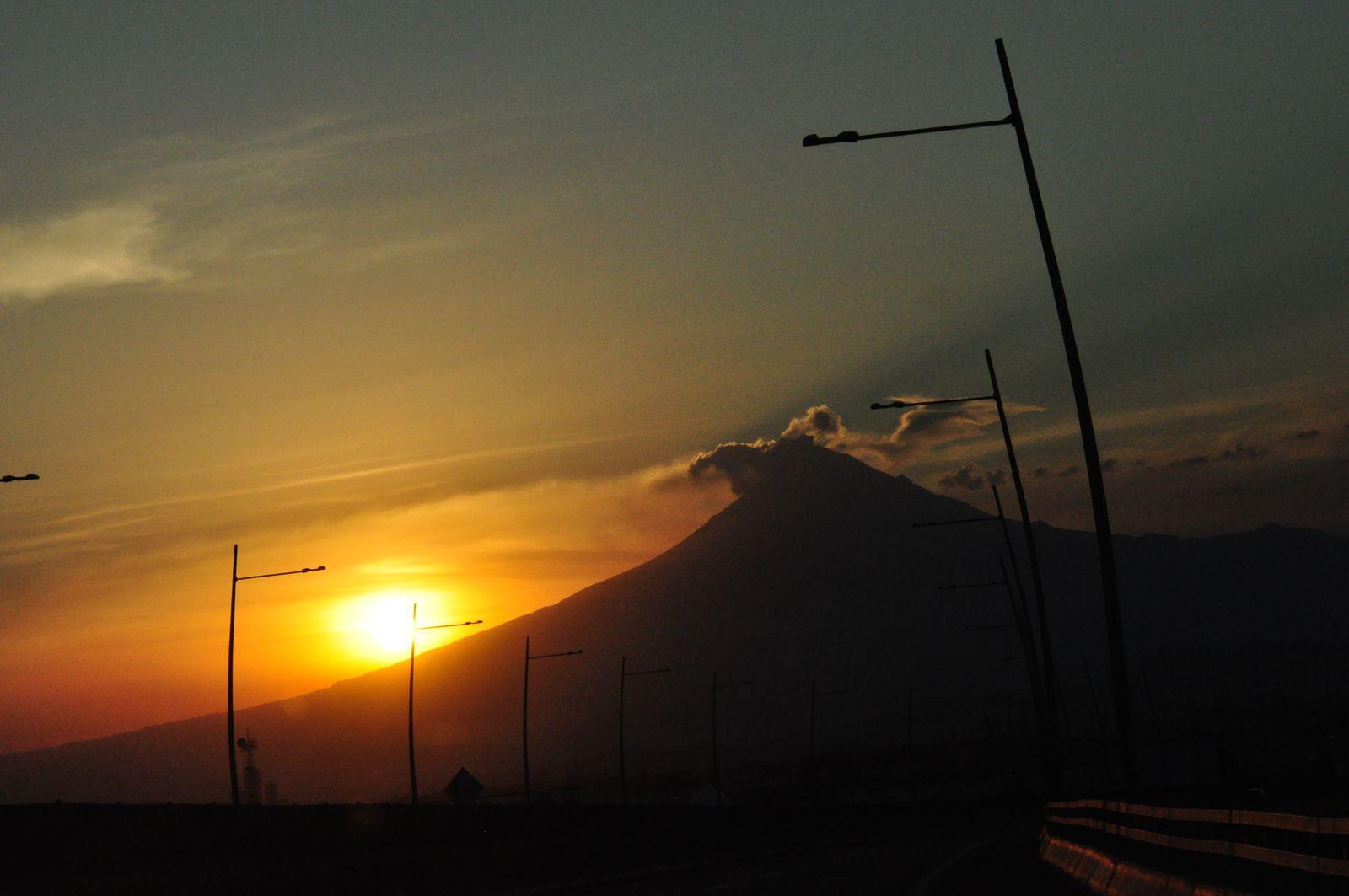 Nous sommes arrivés à Puebla au coucher du soleil. Sur la montagne, le ciel était magnifique