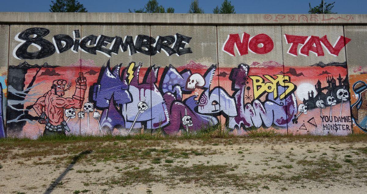 Street Art : Graffitis & Fresques Murales 10149 Turino (italy)