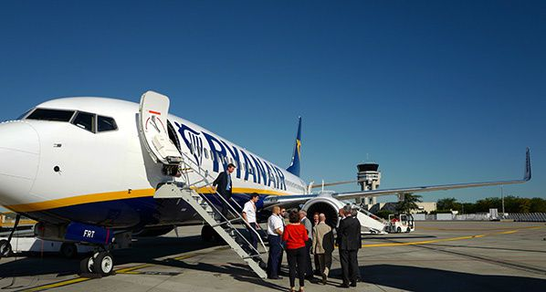93% of RYANAIR customers satisfied with flight experience