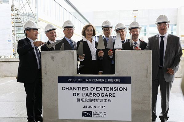 Anne-Marie Idrac and the shareholders laid the foundation stone for the expansion of the terminal building.