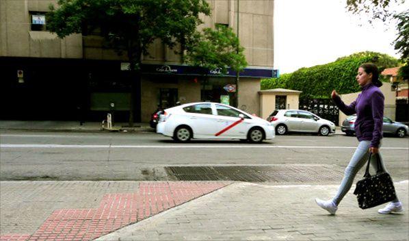 femme brune taxi madrid espagne